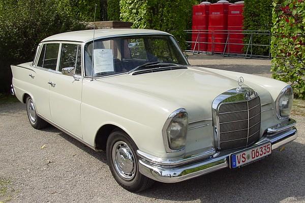 Mercedes 220b Heckflosse